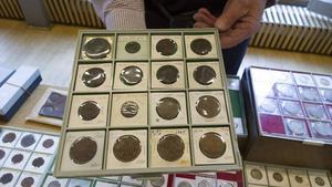 Dalpilarna visar att mynten präglats i Säter på 1600-talet och senare i Avesta.