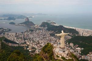 Den berömda kristusstatyn blickar ut över Rio de Janeiro.