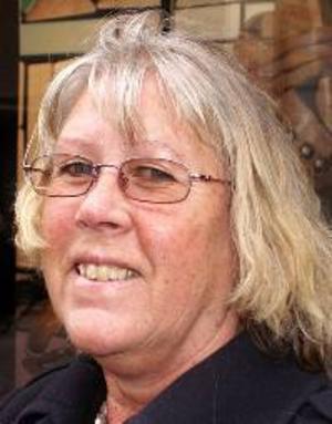 Birgitta Winblad von Walter, 58 år, Mordviken:– Nej, det ska vara blues. Det är så härlig takt i blues. Jazz det bara flyter ut åt alla håll. Man får ingen känsla för det.