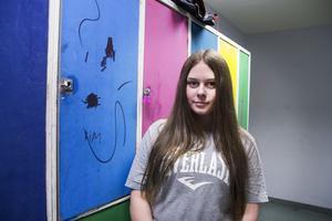 De äldsta eleverna på skolan står för den mesta av skadegörelsen. Åttondeklassaren Nora Jonsson tror att det går att förändra.