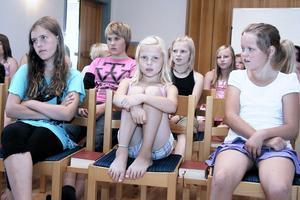 På torsdagen övade barnen också några av sångerna i musikalen. Den Gud som jag tror på är större än jag tror, sjöng barnen som övar i S:t Olofs kapell.