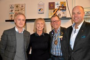 Välkommen. Varje torsdag är det öppet hos Rotary vid Nytorget. Här är medlemmarna David Rommel, Lars Törnkvist och Anders Friberg. Anki Bergstedt från Nemax var gästföreläsare denna dag. Foto: Barbro Isaksson