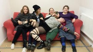 Konztverket har än så länge tio medlemmar. Nu vill de bli fler. Här är några av initiativtagarna, från vänster: Emma Hermansson, Anna Lodén, Berit Norlander, Sofia Valrygg och, liggande, Sara Chi.
