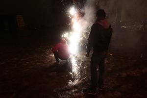 Maskerade ungdomar har härjat på Noprdost de senaste dagarna och bland annat attackerat folk med raketer. Obs, bilden är tagen i ett annat sammanhang.