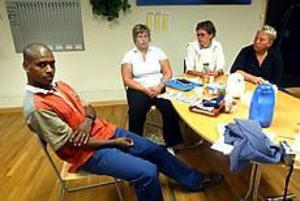 Foto: NICK BLACKMON Vi finns på Parkrocken. Ungdomsledaren Calle Andersson tillsammans med Jenny Myrberg, drogförebyggare, Annika Bertel folkhälsosamordnare och brottsförebyggare Lena Brodin kommer att finnas i Navets tält under årets Parkrock.