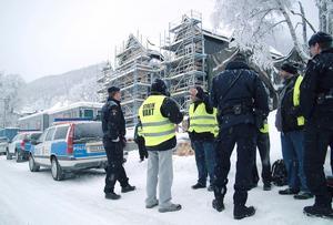 I december blev syndikalisterna först inbjudna att komma in på bygget av byggarna på plats. Sedan försvann byggarna och polisen kom och körde ut syndikalisterna på gatan, där diskussionerna fortsatte.