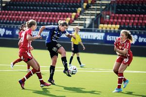 Caroline Röstlund laddar på ett skott i lördagens förlustmatch mot Gustafs.