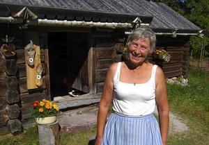 Nöjd. I fyra år har Gerd Harg skött om serveringen i Skräddar-Djurberga. Sommarens tillströmmning av besökare bedömer hon som kanonbra. Foto:Börje Lindh