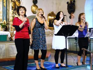 Gospelsång. Laxåkvartetten med Sarah Wallgren, Elin Henningsson, Sandra Persson och Karina Soenderaegen framförde härlig gospel under musikveckan.