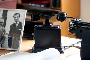Nya kommunikationslösningar gjorde byråkratens arbete enklare. Från slutet av 1800-talet började telefonen användas.