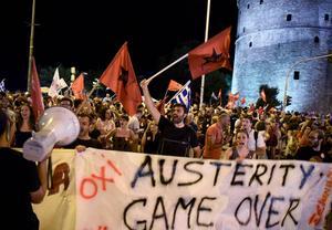 Nejsidan i den grekiska folkomröstningen vann. På banderollen står det