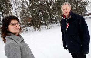 """Här, på Karlslundsvägen 21, finns en av de sista kommunala obebyggda stadstomterna. """"Så här centralt belägna tomter har vi inte haft på många år"""", säger exploateringschefen Anne-Katrin Ångnell. Det var exploateringsingenjören Anders Thorssell som hittade den när han inventerade kommunens fastighetsbestånd. Foto: Håkan Luthman"""