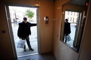 På handikapptoan finns skötbord och hängare. Men urinoaren intill saknar krokar, konstaterar Ingvar Jacobsson, Allsta.