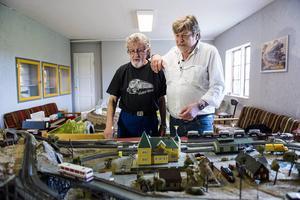 Bengt Lindgren och Erik Trulsson har båda fascinerats av tåg sedan tidig ålder. Men de säger att man aldrig blir för gammal för att bygga modelljärnvägar.