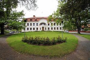 I dag finns tre förhandlingssalar vid Hudiksvalls tingsrätt, något som är problematiskt när flera stora rättegångar hålls samtidigt.