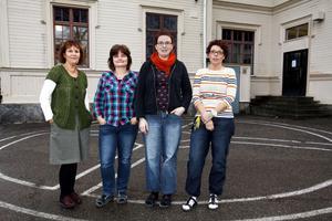 Lärarna Kerstin Röstlund, Ylva Landström, Linda Nyström och Annelie Söderholm på Strömsbro skola ska sätta betyg på sina sjätteklassare för första gången.