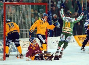 Micke Forsell var världens bästa bandymålvakt på 1990-talet. Just i den här matchen, Hammarby–Boltic 1998, gick det dock inte så bra.