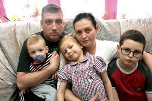 Familjen Shirbana med pappa Eugeniy, mamma Alina och barnen Nazau, Sana och Zaur, riskerar att utvisas till Ukraina.