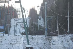 De två liftarna på Luråsbacken, där alpina SM ska gå för övrigt, var kraftigt ramponerade av stormfällda granar.