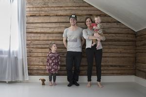 Familjen består av Majken, Jörgen, Sara och Einar.