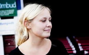 Linda Angelin, 26 år, jobbar på Ludvikahem, Nyhammar:– Först och främst att det är en bykänsla vilket jag gillar. Jag ser fram emot att ha barnen på en byskola eftersom jag själv gick på en. Foto: Carl Lindblad