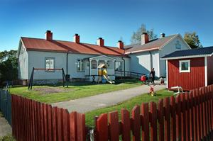 2013 flyttade förskolebarnen in i skolan i Åmot. Nu förvandlas huset, som tidigare varit bibliotek, distriktssköterskemottagning och lärarbostad, till ett bed and breakfast.