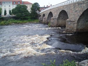 En av dagarna när vi var på promenad forsade det ordenligt under Tullbron i Falkenberg