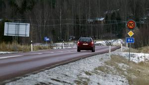 Förslaget om sänkt hastighet på flera vägar i Hälsingland är en del av försämringen av landsbygden, menar Sören Molander.
