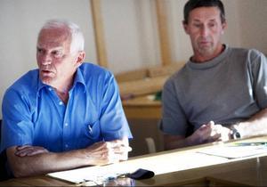 Moderaten Gunnar Hjelm och Olof T Johansson (MP) var rörande överens om att vargar inte ska finnas i renskötselområdet.
