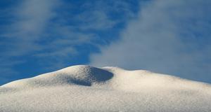 Ett fjäll med orörd snö eller bara taknocken...?