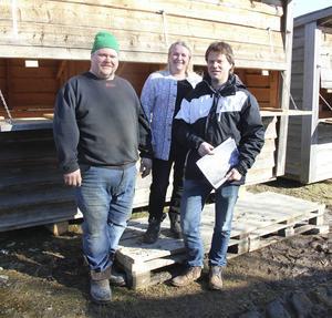 Carl Fack, Kerstin Silén och Jakob Silén är arrangörer till Skästra marknad.
