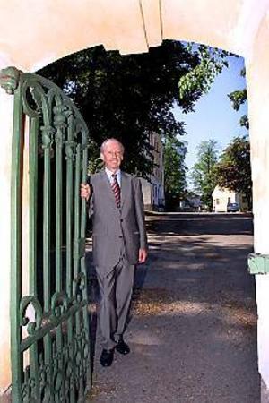 Arkivbild:  GUN WIGH Vem tar över? Bilden av Lars Eric Ericsson togs när han tog farväl av residenset. Vem kliver in som hans efterträdare?