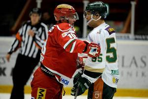 Per-Åge Skröder kommer att ha fortsatte kamper med Färjestad och Ole-Kristian Tollefsen kommande säsong.