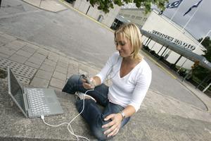 Stora tv-profiler väljer att satsa på podradioprogram som produceras exklusivt för webben.