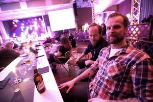 Henrik Boberg och Patrik Steen som spelade på galan med bandet Magaza.   – Vi vill hjälpa till att samla in pengar, det är en bra gala, en av de viktigaste spelningarna vi gör med bandet i år. Det är faktiskt mer folk än vad jag trodde det skulle vara.