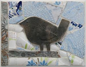 En av de mindre relieferna med fågelmotiv, signerad Anna Eilert.