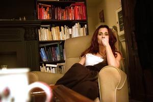 Sara tillåter sig själv att vara ledsen och sörja. Men inte hela tiden.