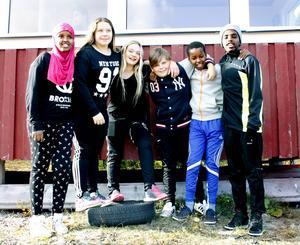 Styrelsen för skol IF på Bredands skola som bland annat arrangerar Skoljoggen. Från vänster: Isra Mohamed, Tabea Wenzel, Linnea Ögren, Casper Sjödin, Abbas Abukar och Ahmed Mohamed.