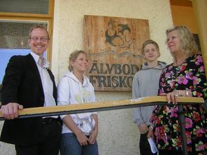 På väg till prisutdelning: Johan Sennerfeldt, Esther Hedlund, Adam Lundgren och Gabriella Brandon-Cox.