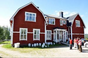 Gamla skolan i Bensjö är just nu förläggningsplats för 33 bärplockare från Bangladesh.