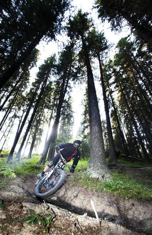 Anders Grip har cyklat downhill på många ställen i Sverige och världen och ger Frösön gott betyg.