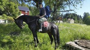 Sofia Sahlin vid starten i Selånger, som gick till häst.