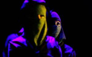 Dansa mazurka i burka är öppningsnumrets budskap som ger en ironisk vink åt debatten kring Wendlas tendenser till avkläddhet som rasade i våras.Foto: Henrik Flygare