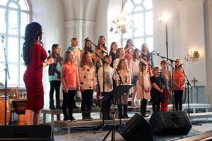Barnkören under ledning av Kerstin Stenbeck sjöng på både svenska och engelska.