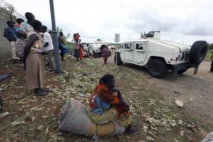 Den stadigt försämrade situationen i Sydsudan har drivit närmare en miljon människor på flykt till sex länder i regionen. FN:s flyktingorgan UNHCR varnar för de svåra förhållanden som råder i lägren där.