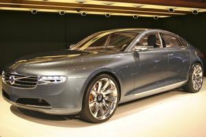 Volvo concept You. Mer prestanda men färre cylindrar. Framtidens Volvo är snålare och lättare men lovar ändå högre prestanda. Med konceptbilen You visar Volvo märkets nya plattform för framtida modeller. You är lyxsedanen som ska utmana Audi, BMW och Mercedes. Fyradörrars coupé med elegans och premiumkänsla i kombination med sportig design. Svepande linjer med skandinavisk touch.
