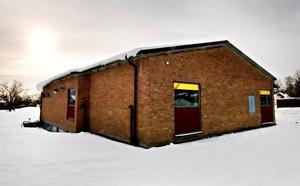 Giftspridare. Före detta Hemströms kemtvätt i Tjärna i Borlänge misstänks ha släppt ut cancerframkallande ämnen i marken och grundvattnet. Byggnaden står för tillfället tom.