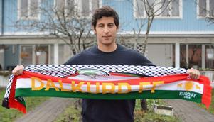 Ahmed Awad representerar både palestinier och kurder.