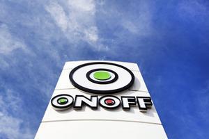 Konkursen berör Onoffs 67 butiker i Sverige, sex stycken i Estland och en i Finland.