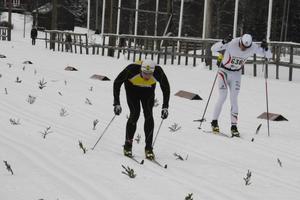 Emil Lagergren (till vänster) och Erik Wiklund gjorde upp om segern i herrarnas fyramilslopp.